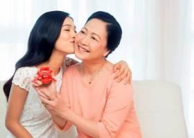 Món quà ý nghĩa nhất cho cha mẹ mà bạn nghĩ tới là gì?